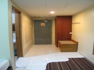 Sungai Emas Hotel Kuala Lumpur - Family Deluxe - Triple Sharing