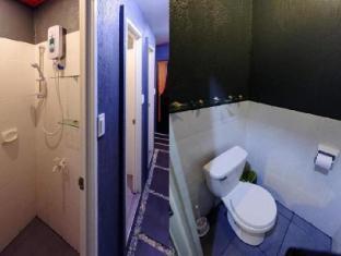 La Place Guesthouse सेबू - बाथरूम