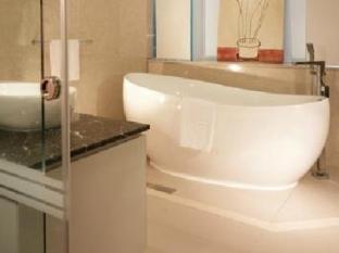 The Loft Hotel Taipei - Bathroom