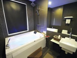 The Sterling Boutique Hotel Malacca - Deluxe Double Suite with Jacuzzi Bathroom