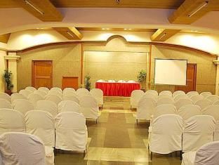Poppys Hotel Tiruppur - Meeting Room