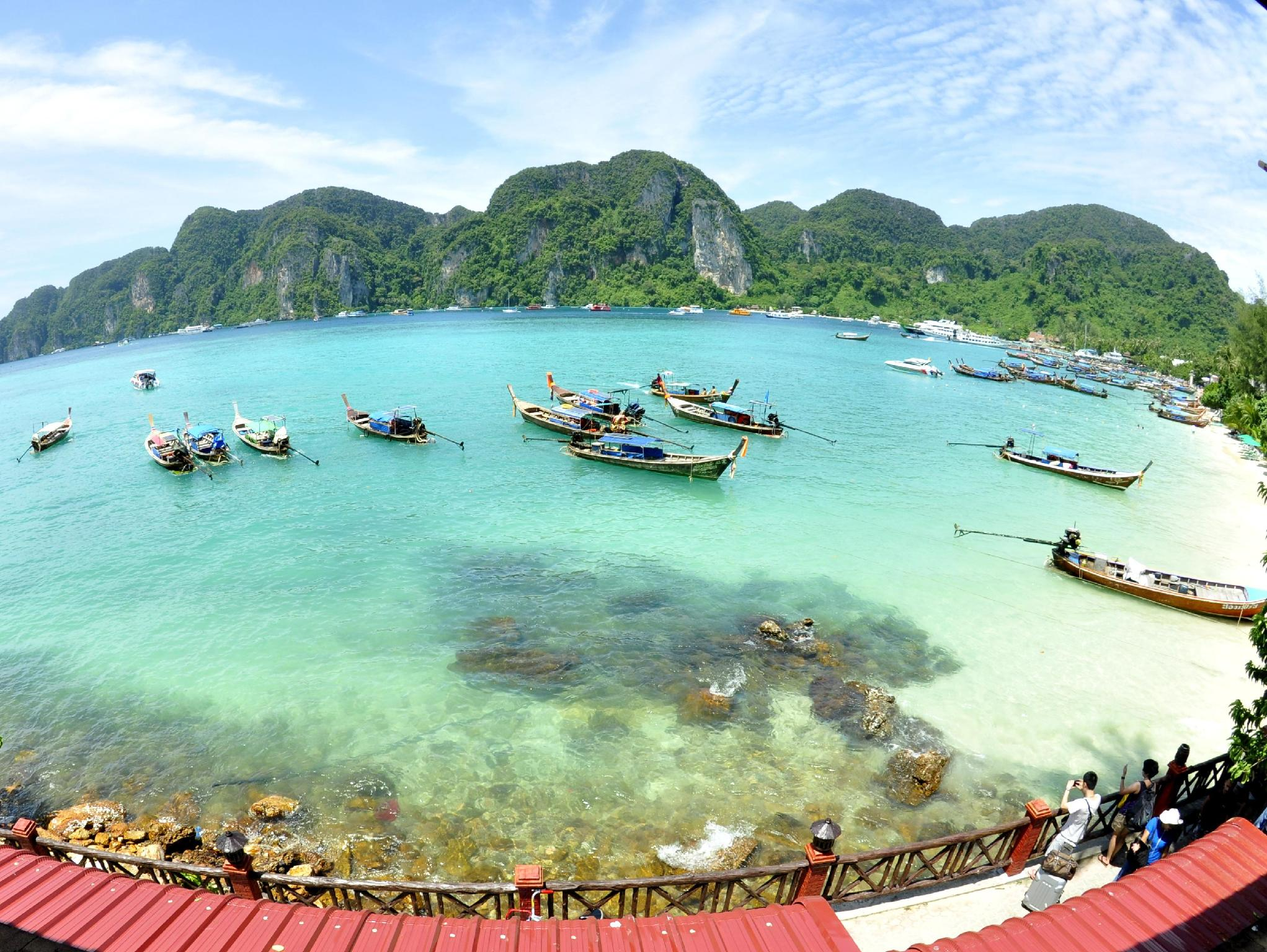Hotell Phi Phi Four Season Sea View Hotel i Ton Sai Bay, Krabi. Klicka för att läsa mer och skicka bokningsförfrågan