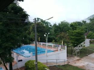 บ้านนับดาว เขาใหญ่ - สระว่ายน้ำ