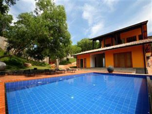 Highland Villa Mirissa - Swimming Pool
