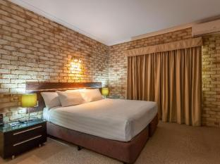 Highlander Motor Inn and Apartments Toowoomba - King Bedroom Apartment