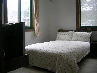 4Eyes Youth Hostel