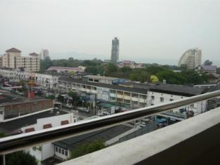 Tassanee Garden Lodge Pattaya - Balcony View