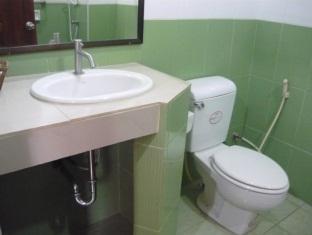 Tassanee Garden Lodge Pattaya - Bathroom