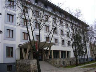 OEC West Hostel Debrecen - Hotellet udefra