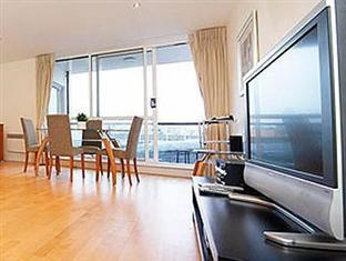 London Bridge Serviced Apartments London - Living room