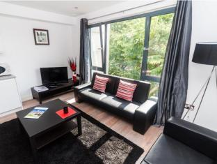 London Bridge Serviced Apartments London - Living Area