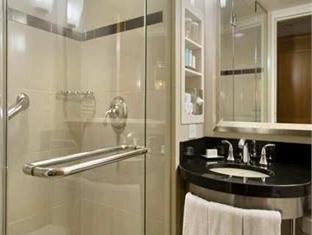 Hilton And Towers Hotel New York (NY) - Bathroom