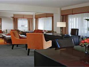Hilton And Towers Hotel New York (NY) - Suite Room