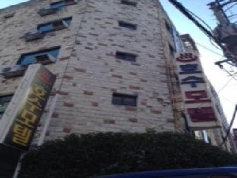 โรงแรม เลคโมเต็ล  (Lake Motel)