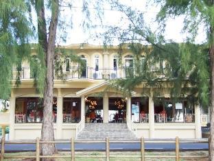 White Shell Lounge & Restaurant