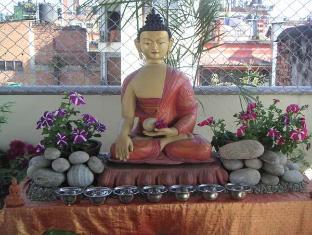 Hotel Himalaya Yoga Kathmandu - Yoga Hall