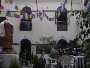 Hotel Himalaya Yoga Kathmandu - Building