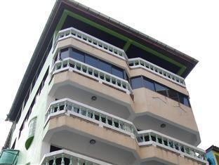 green papaya apartments