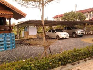 ruenthai rimnam resort