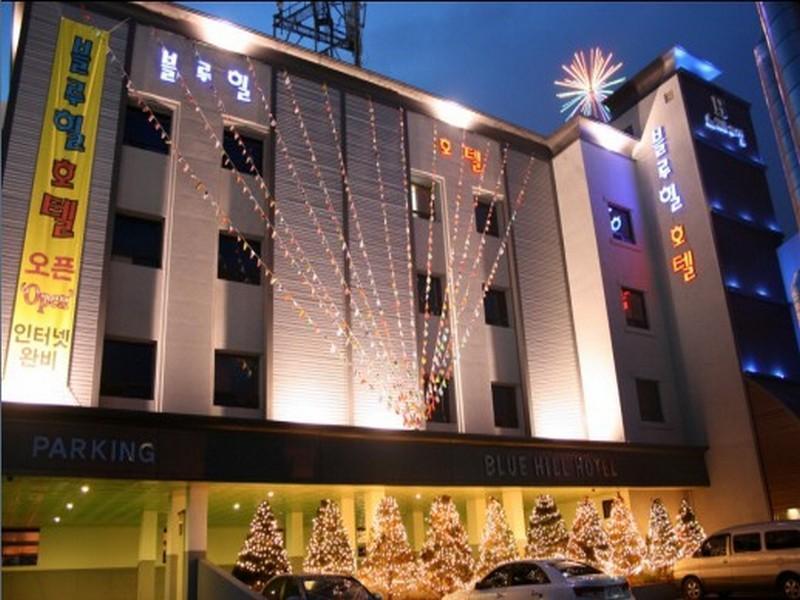 โรงแรม บลูฮิลล์  (Bluehill Hotel)