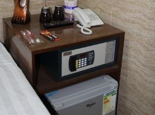 New Tokyo Hostel Hong Kong - Safety Box and Fridge