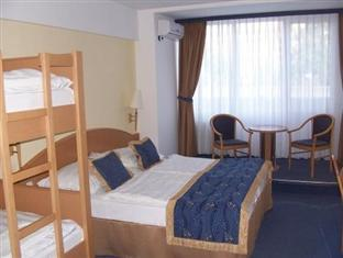 Spahotel Matyas Kiraly Hajduszoboszlo - Family room with bunk beds
