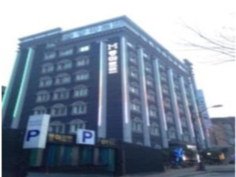 โรงแรม มงต์มาร์ต โมเต็ล  (Montmartre Motel)