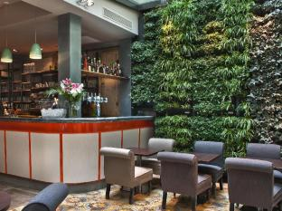 Hotel Le Robinet D'Or Paris - Bar and his vegetal Wall under the Glass roof