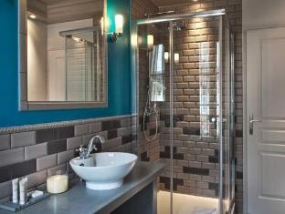 Hotel Le Robinet D'Or Paris - Bathroom