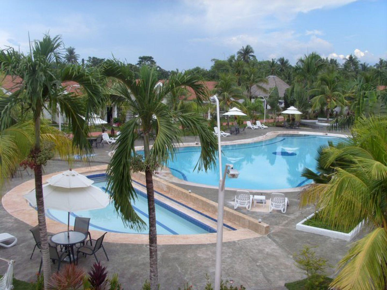 Grande Sunset Resort बोहोल
