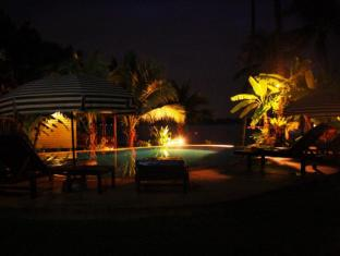 Lam Sai Village Hotel Phuket - Pool at night