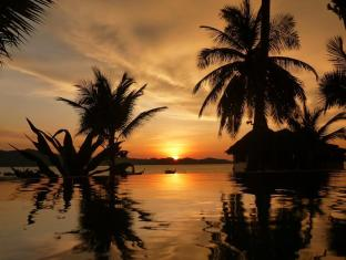 Lam Sai Village Hotel Phuket - Pool at sunset