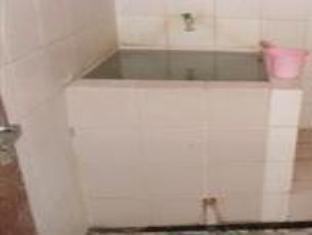 Villa Apple Pasuruan - Bathroom