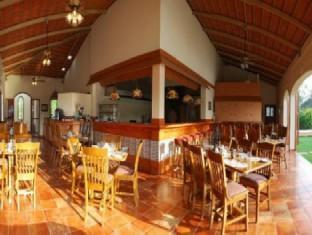 Hacienda de Goa Resort North Goa - Food, drink and entertainment