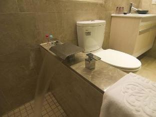 Via Hotel Taipei - Bathroom
