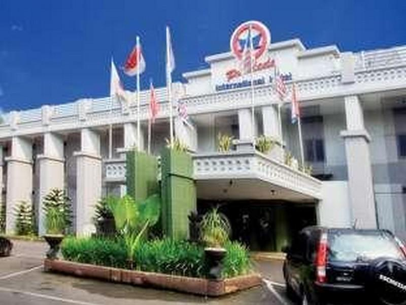 Pardede International Hotel Medan - Utsiden av hotellet