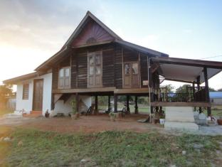 Mak Long Homestay - 2 star located at Pantai Cenang