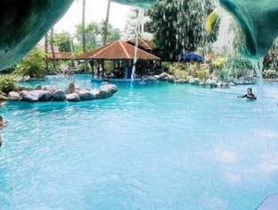 Condominium Danau Toba Hotel Medan - Swimming Pool