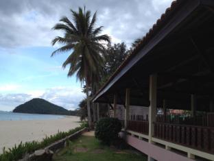clean wave resort