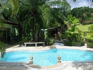 Sunshine Villa Phuket - Swimming pool
