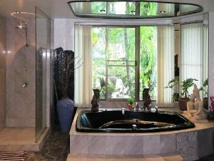 Sunshine Villa Phuket - Bathroom