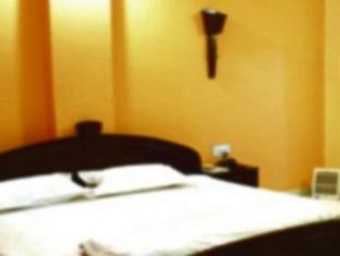 Hotel Orient Kanpur - Deluxe Room