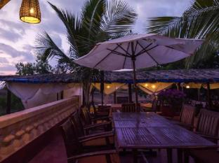 The Clematis Hotel North Goa - Food, drink and entertainment