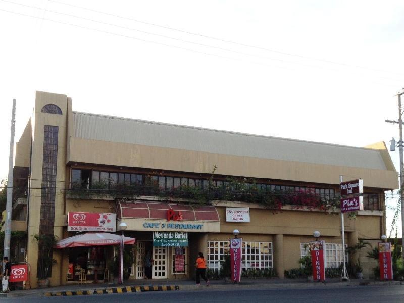 Park Square Inn דבאו