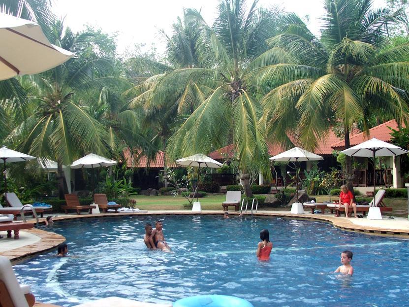 Hotell Baan Sai Yuan i Naiharn, Phuket. Klicka för att läsa mer och skicka bokningsförfrågan