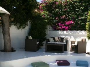 AfricanHome Guesthouse Cape Town - Outdoor Sitting Area