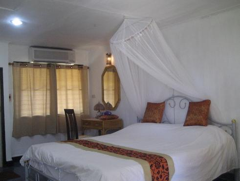 Chumphon Sunny Beach Resort - Hotell och Boende i Thailand i Asien