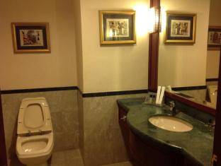 Times Service Suites at Times Square Kuala Lumpur - Washroom