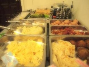 A One Inn Bangkok - Food and Beverages