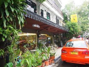 A One Inn Bangkok - Exterior